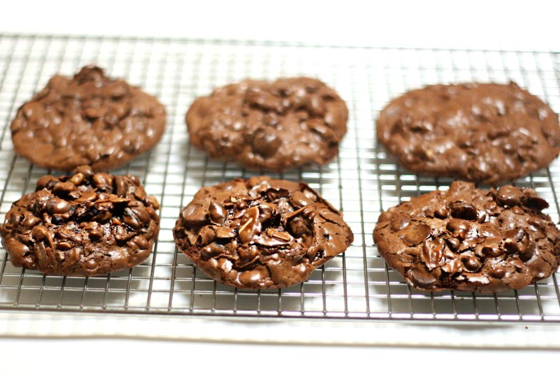 flourless choco cookies six