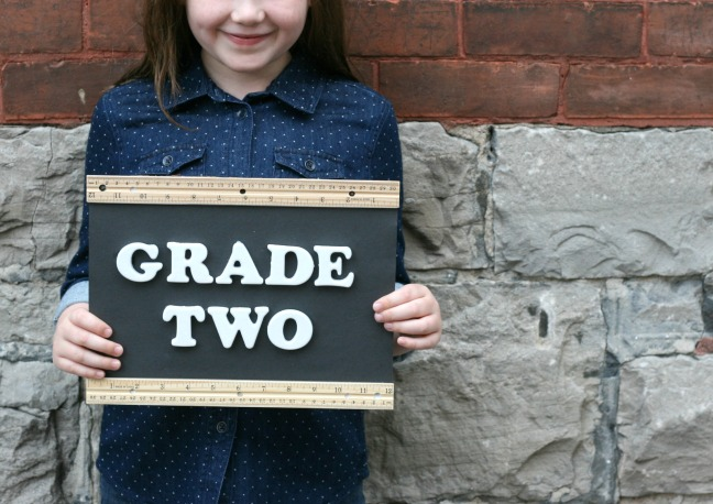 grade two sign Lily