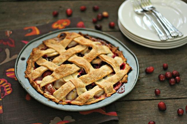Apple cranberry raisin pie