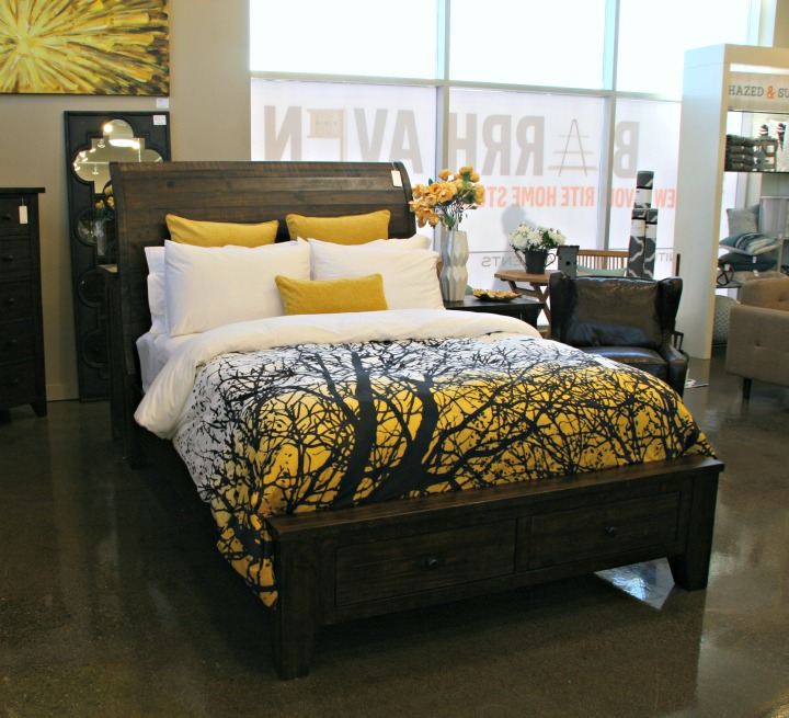 UB warm wood bed