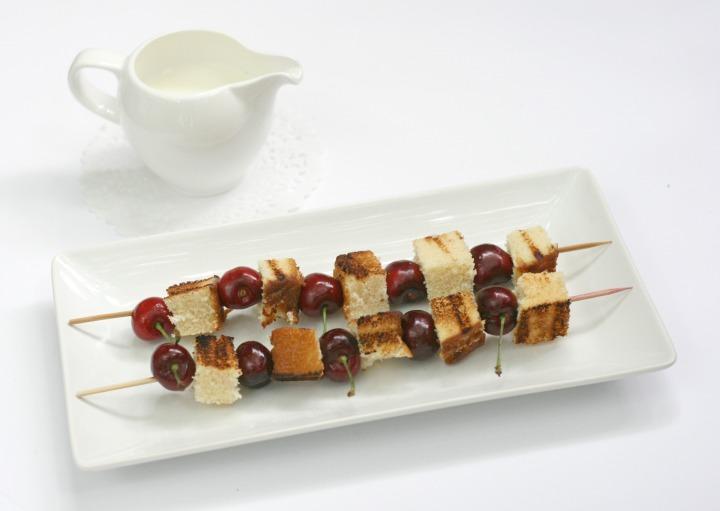 ricardo grilled poundcake with cherries 1