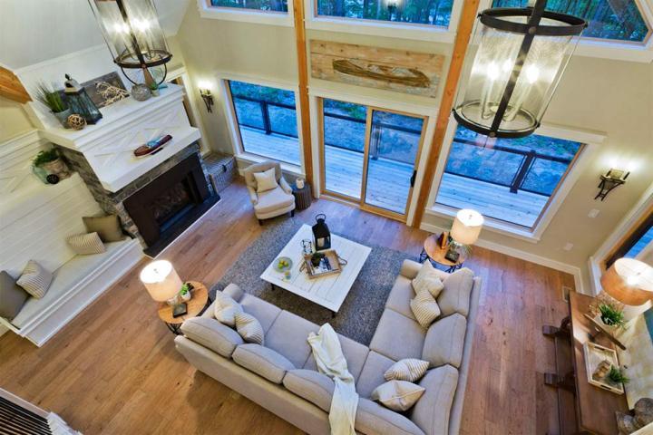 PMCC Muskoka cottage living room