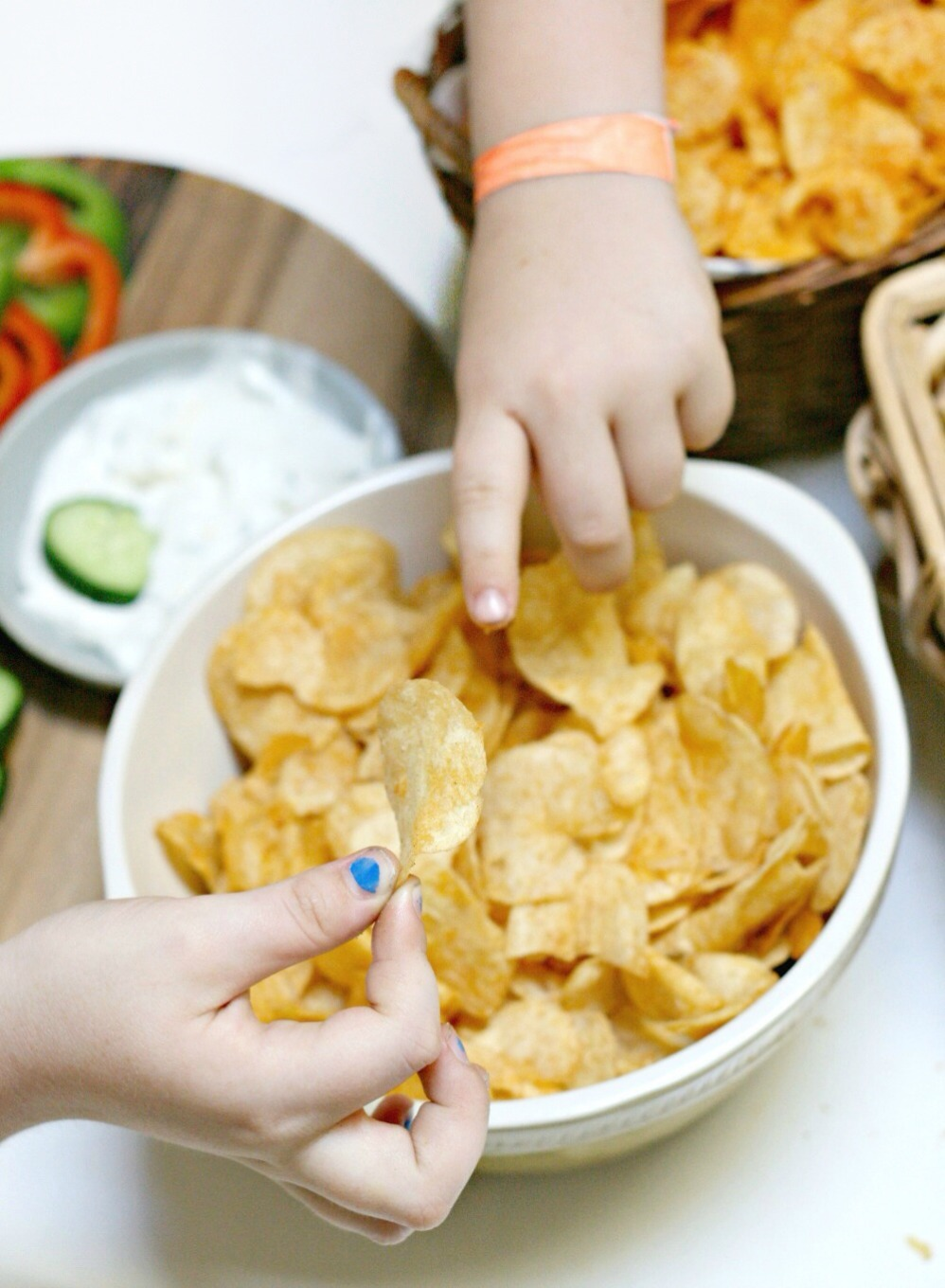 Lay's cheese and onion chips pointing brighter 2