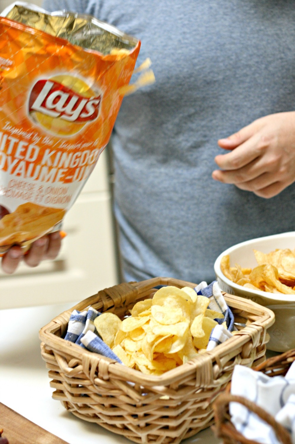 Lay's cheese and onion with bag