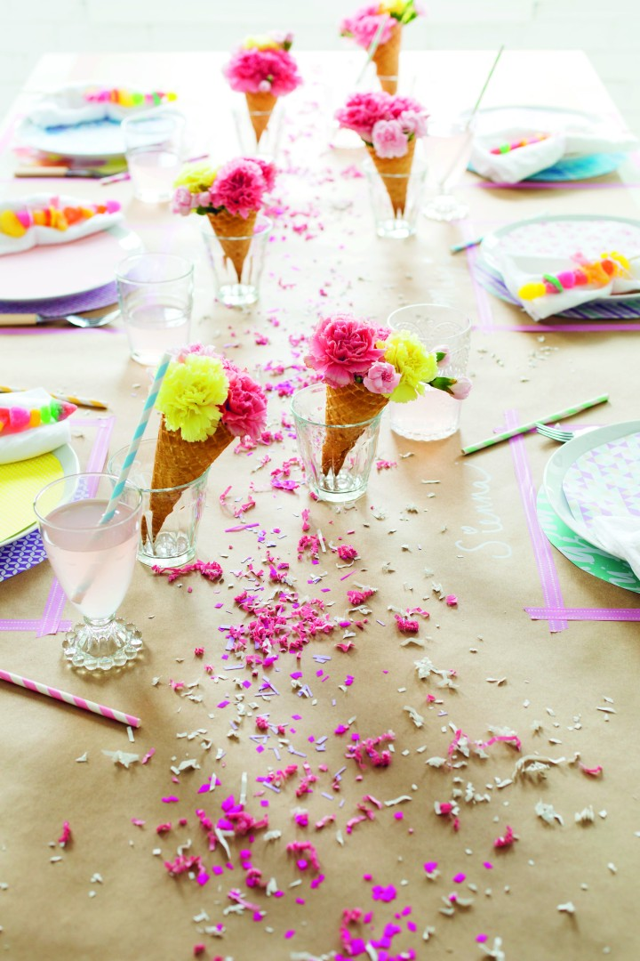 Decorate for a Party, p132tr, photography by Leslie Shewring