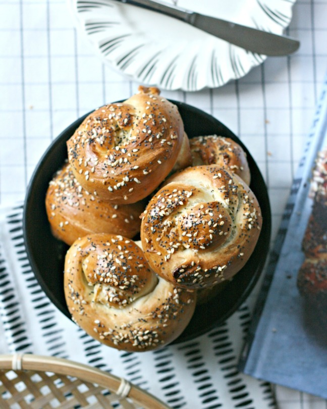 breaking-breads-by-uri-scheft-challah-buns