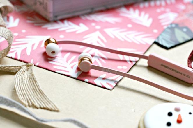 gift-guide-for-girlfriends-studio-vasa-bla-pink-close-up