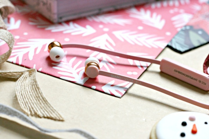 gift-guide-for-girlfriends-studio-vasa-bla-pink-close-up