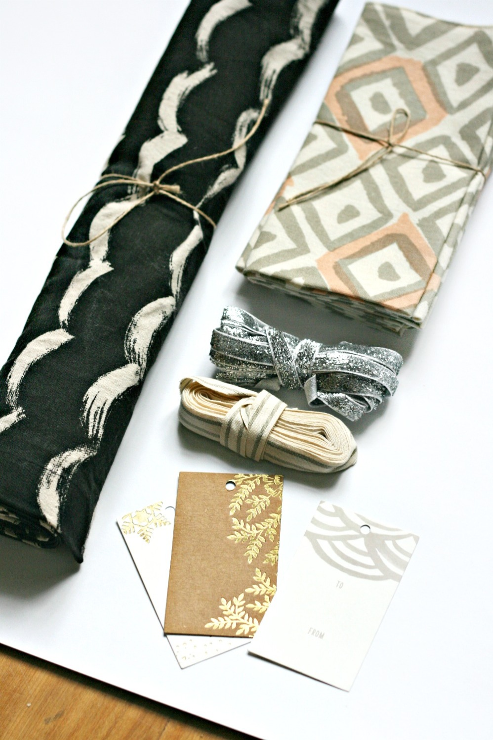 minted-more-table-runner-and-napkins
