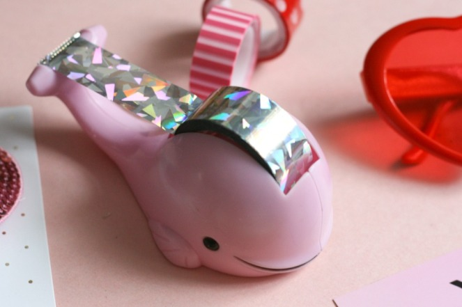 valentines-day-gift-ideas-hm-dolphin-tape-dispenser