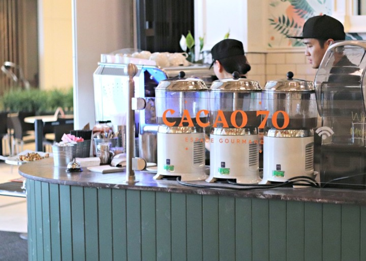 Cacao 70 Gatineau at the counter