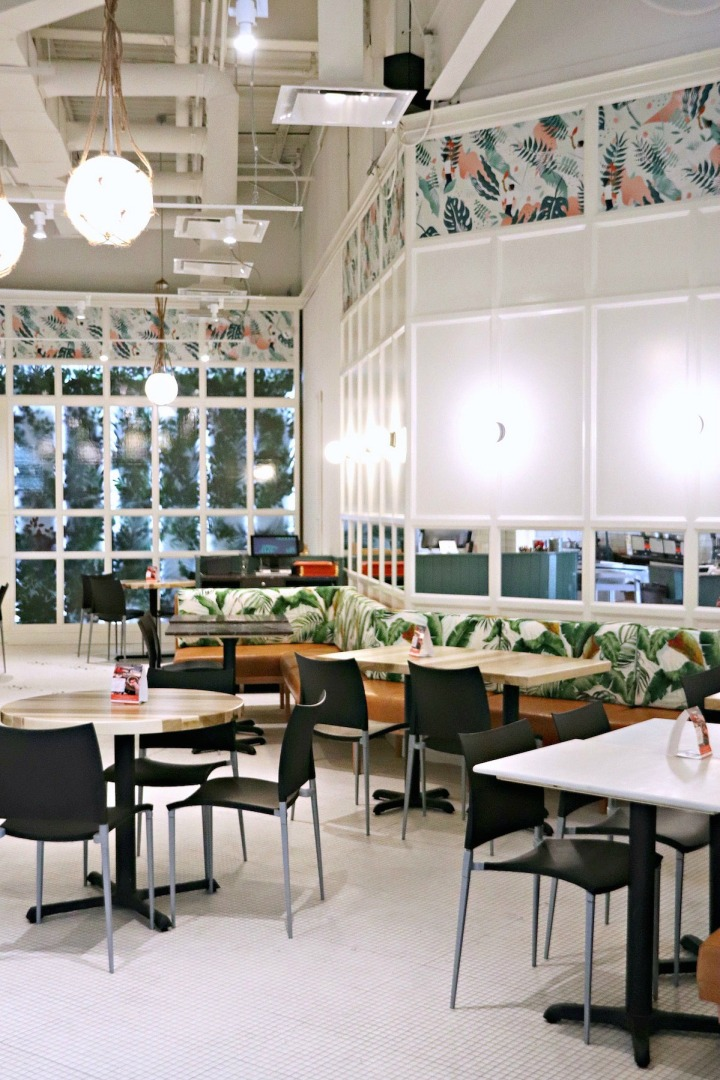 Cacao 70 Gatineau inviting interior