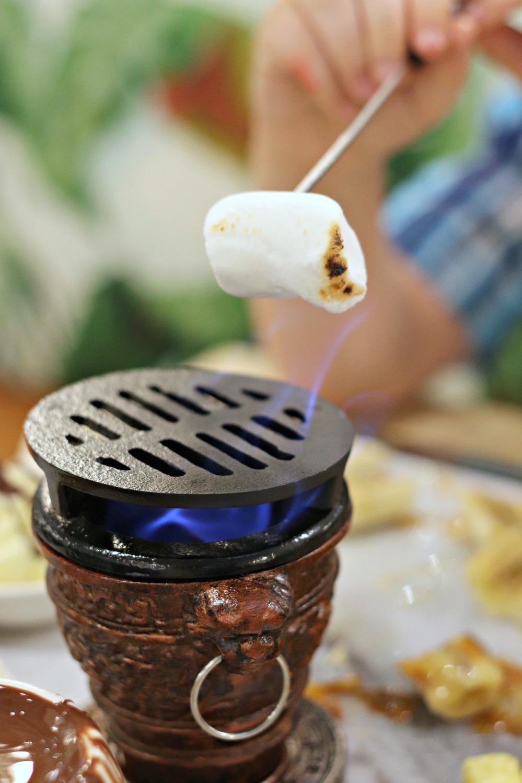 Cocao 70 Gatineau roasting marshmallows