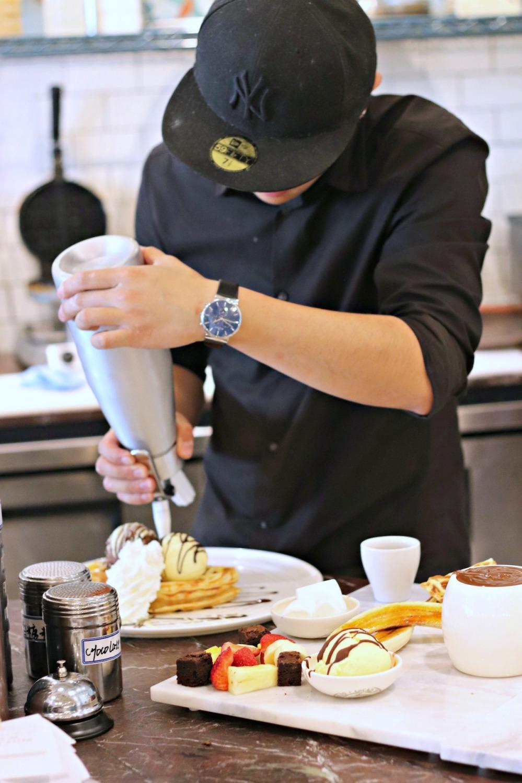 Cocao 70 whip cream black and white waffle