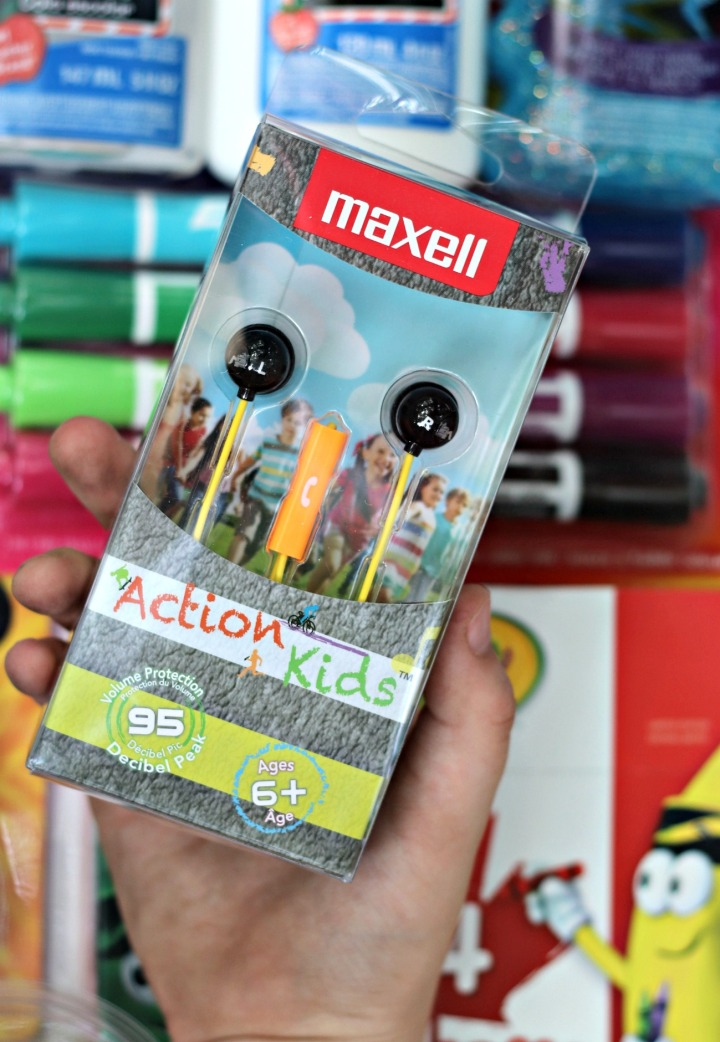 Staples Canada BTS 2017 Maxell Action Kids earbuds