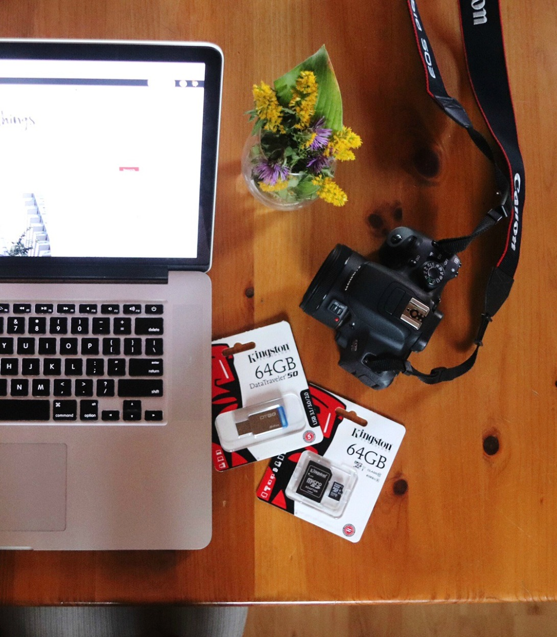 Travel essentials Kingston USB stick and Micro SD card