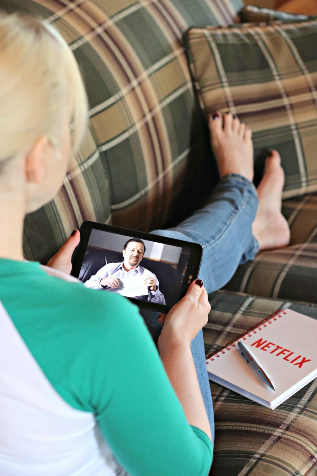 Travel essentials Netflix to go download