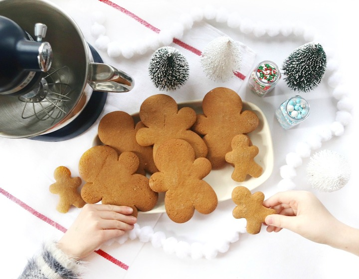 Big gingerbread boys with KitchenAid's Artisan Mini • A merry little recipe and review #gingerbreadforthewin