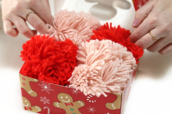 Staples DIY pom pom magnets four in a box 2