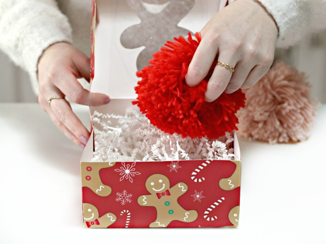 Staples packing DIY pom pom magnets 2