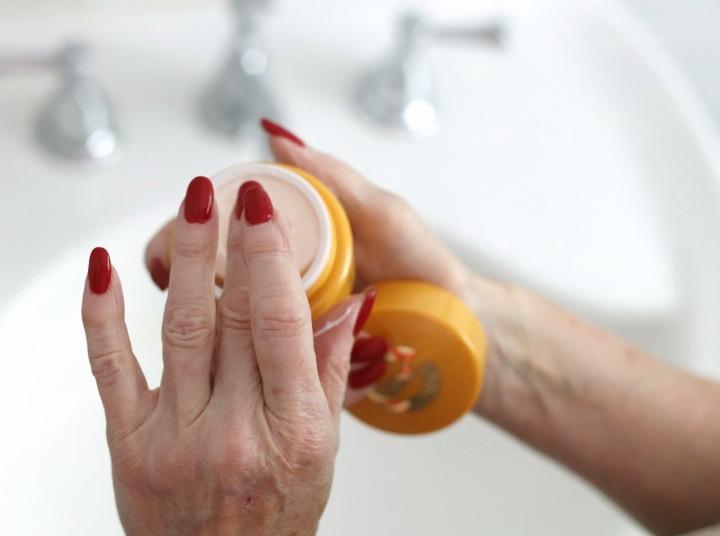 TSC July Beauty Tote Elizabeth Grant Vitamin C Hydra-Moist Day Cream lid off 2