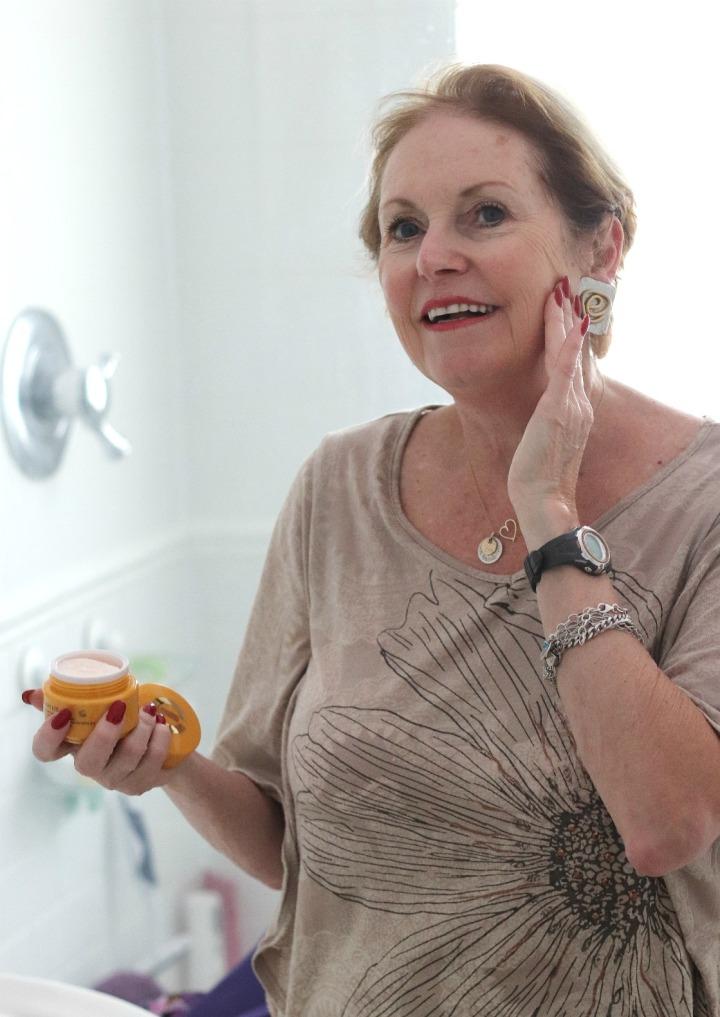 TSC July Beauty Tote Elizabeth Grant Vitamin C Hydra-Moist Day Cream