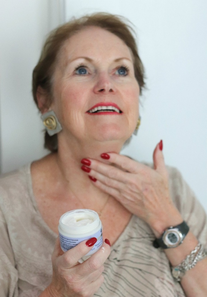 TSC July Beauty Tote moisturizing neck with PRAI Ageless Throat and Décolletage Creme