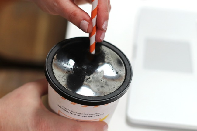 Goodfood Smoothies hole in lid for straw