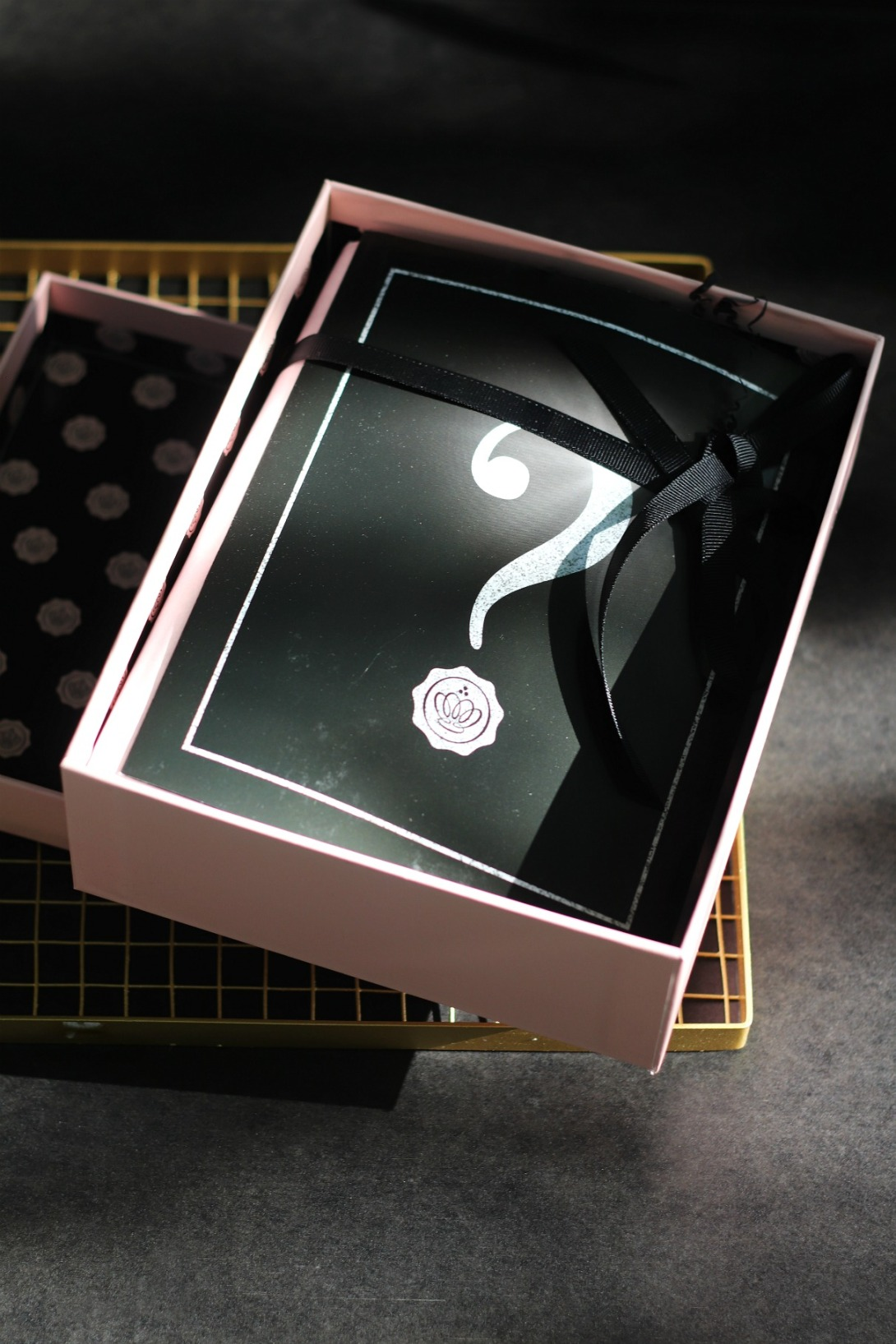 GLOSSYBOX September legend brochure