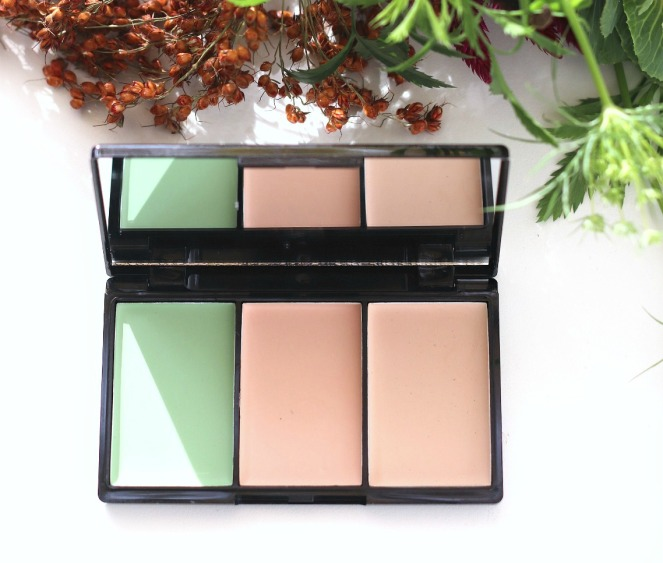 Glossybox October 2019 bellapierre pro concealer palette inside ayob brighter