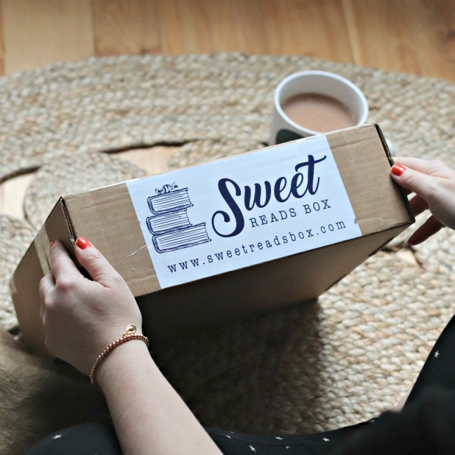 Sweet Reads Box October 2019 the box