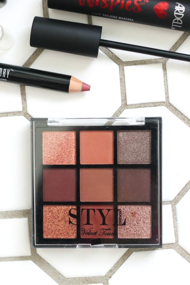 Glossybox November 2019 Styl London Velvet Touch eyeshadow palette