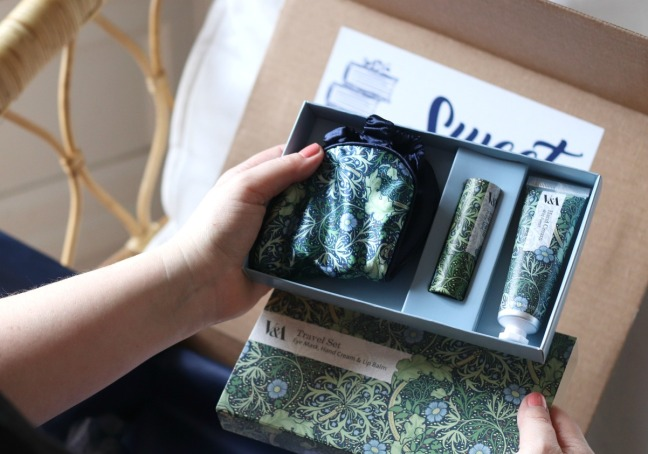 Sweet Reads Box March 2020 V&A travel set