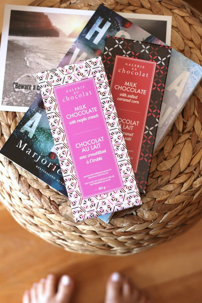 Sweet Reads Box April 2020 Galerie au Chocolat milk chocolate bars