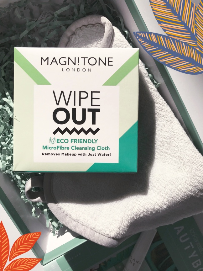 Lookfantastic Beauty Box May 2020 Magnitone Wipe Out Microfibre Cleansing Cloth