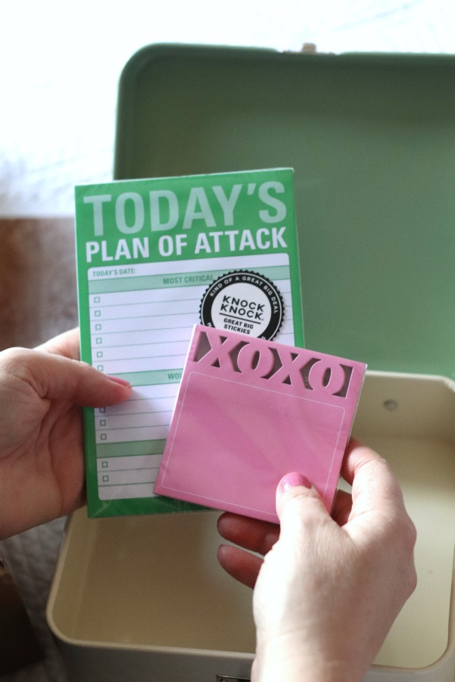 Sweet Reads Box May 2020 xoxo sticky notes and Today's Plan of Attack notes Knock Knock